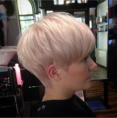 Soft pink pixie crop - New Ideas Short Wedge Hairstyles, Short Wavy Haircuts, Short Blonde Pixie, Pixie Hairstyles, Short Silver Hair, Short Grey Hair, Short Hair With Layers, Short Hair Cuts, Short Hair Styles