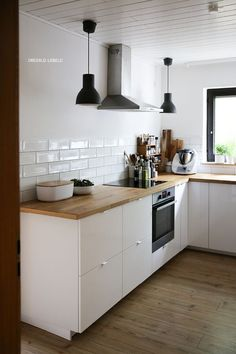 Excellent Minimalist Furniture Dreams Ideas Minimalist Bedroom Purple Decor bohemian minimalist home inspiration.Minimalist Kitchen Organization Tips minimalist kitchen dining chairs. - Pantry With Organization Kitchen Kitchen Layout, New Kitchen, Kitchen Dining, Kitchen Decor, Kitchen Ideas, Kitchen Island, Kitchen Modern, Kitchen Grey, Kitchen Wood