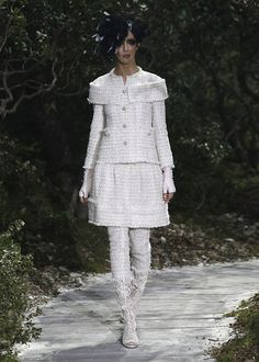 Karl Lagerfeld apresenta colecção 2013 dirigida a noivas. #casamento #vestidodenoiva #curto #Chanel
