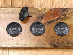 OLD WORLD Style Clavos