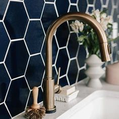 A deep dark blue hex tile paired with brassy bonze for some Tuesday inspiration!- A deep dark blue hex tile paired with brassy bonze for some Tuesday inspiration!… A deep dark blue hex tile paired with brassy bonze for… - Estilo Interior, Diy Interior, Modern Interior Design, Home Design, Design Ideas, Interior Paint, Bathroom Interior, Interior Decorating, Hex Tile