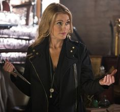 Elizabeth Lascelles (played by Louise Lombard), in Grimm. Face-claim for Esther, purely because of this scene alone! Grimm Season 4, Louise Lombard, Grimm Tv, Sasha Roiz, Fantasy Characters, Tv Shows, Leather Jacket, Creatures, Fandom