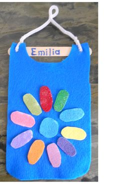 Daisy Scouts Year 2: Reviewing the Girl Scout Promise. 1/2 sheet blue felt cut to tunic shape, popsicle stick and pipecleaner glued on top. Paint sticky back felt in colors of each daisy petal. Have the girls stick on each petal as they review the line of the promise. Can be used for a SWAP holder.