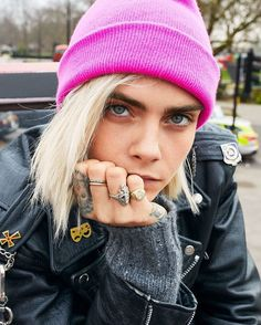 Cara Delevingne on Wanting What You Can't Have InStyle The spunky model a. Beautiful Celebrities, Beautiful People, Cara Delevingne Style, British Fashion Awards, Famous Women, Girl Crushes, Look Fashion, Vogue Fashion, Steampunk Fashion