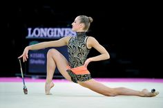Shelby Kisiel, USA, performs with clubs at 2011 World Championships. #rhythmic_gymnastics