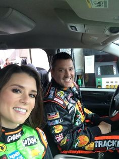 Danica Patrick and Tony Stewart.so glad to see Tony driving again! Nascar Sprint Cup, Nascar Racing, Racing Team, Australian V8 Supercars, Female Race Car Driver, Dangerous Sports, Nascar Champions, Tony Stewart Racing, Brad Keselowski