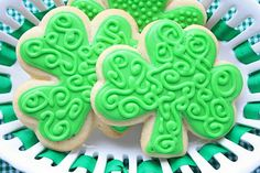 OMGosh the icing design on these Shamrock Cookies is so beautiful!