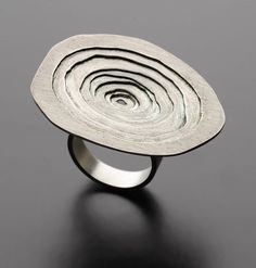 Circle Ring - contemporary jewellery design; wearable art // Hana Choi