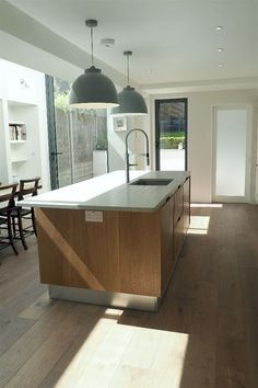 Bespoke wooden handleless kitchens - TRUE handleless kitchens.co.uk