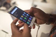 El final de los números de teléfono   Empresas como Facebook quieren que en un futuro muy cercano llamemos a entidades y personas no a números.    Alguien recuerda realmente los números de teléfonos de sus amigos o incluso familiares? No hace tanto tiempo al usuario no le quedaba otra que memorizar los números de teléfono habituales o en el peor de los casos anotarlos en la agenda. Con la llegada de los smartphones todo este proceso ha cambiado y ahora es el móvil quien hace el trabajo sucio…
