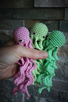 Free Amigurumi Seamless Octupus Pattern     Here you can find my version of an amigurumi octupus.   Little amigurumi octupuses are great fo...