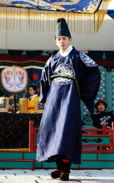 Korean drama [Jang Ok-jung, Living by Love] = 숙종 [King Sukjong] - 유아인 (Yoo Ah-in) Korean Hanbok, Korean Dress, Korean Outfits, Korean Clothes, Korean Traditional, Traditional Outfits, Best Historical Dramas, Historical Dress, Jang Ok Jung