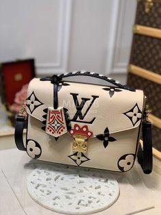 Louis Vuitton Handbags, Fashion Handbags, Purses And Handbags, Fashion Bags, Louis Vuitton Shop, Vuitton Bag, Luxury Purses, Luxury Bags, Cute Purses