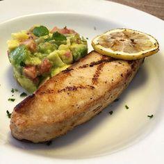 Pirarucu  Limão Siciliano grelhado  Tartar de Abacate e ervas  Quem disse que saudável não pode ser gostoso...  #lightfood #saudável #food #foodie #fit #slim #foodporn #gastronomiasaudavel #light #detox #pirarucu #fish #peixe #limaosiciliano #tartar #abacate #avocado #slimgastronomia #slimgastronomiasaudavel #goiania by alexottoni http://ift.tt/20fYVRO