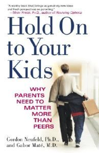 http://www.adlibris.com/se/product.aspx?isbn=0375760288 | Titel: Hold on to Your Kids: Why Parents Need to Matter More Than Peers - Författare: Gordon Neufeld, Gabor Mate - ISBN: 0375760288 - Pris: 112 kr