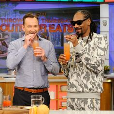 This is what happens when Clinton Kelly makes a cocktail with Snoop Dogg--the best gin & juice ever!