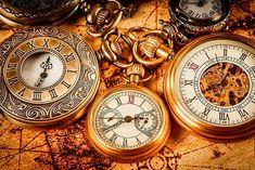 Gelecek hakkında kehanette bulunmak için geçmişi inceleyin. Vintage Nautical, Vintage Maps, Tattoo Sleeve Designs, Sleeve Tattoos, Pocket Watch Drawing, Sand Glass, Indoor Photography, Old Boats, Clock Art