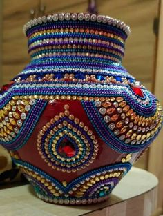 Kalash Decoration, Thali Decoration Ideas, Glass Bottle Crafts, Bottle Art, Pottery Painting Designs, Paint Designs, Diy Wall Art, Wall Art Decor, Acrylic Rangoli