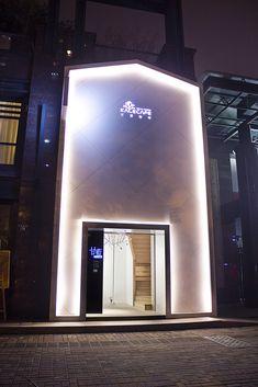 Located in Binjiang, Hangzhou, China, the Kale Café was designed by a company called YAMO Design