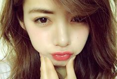 Step up your selfie game! 10 popular poses Japanese girls will whip out