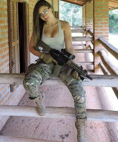 Here we share a new collection of ARMY WOMEN in and out of uniform. These are the 77 beautiful ARMY WOMEN looking gorgeous without uniform. Mädchen In Uniform, Israeli Girls, Female Soldier, Army Soldier, Military Girl, Military Women, Badass Women, Looking For Women, Hot Girls