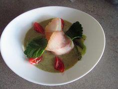 FORNELLI IN FIAMME: WHITE STURGEON WITH SAUCE OF KIWI, PISTACHIOS AND MELISSA. (RECETTE AUSSI EN FRANCAIS) - Storione bianco con salsa al kiwi, pistacchio e melissa