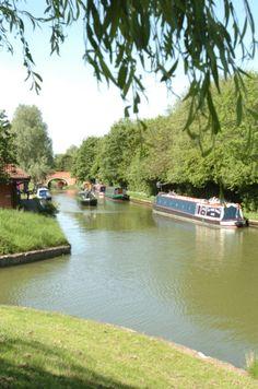 Grand Union Canal at Peatree Bridge Canal Holidays, Narrowboat Holidays, Narrow Boat, London Places, Canal Boat, Milton Keynes, Uk News, Filming Locations, Rivers
