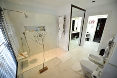 Honed #Volakas #marble cut to size flooring within high end master bathroom