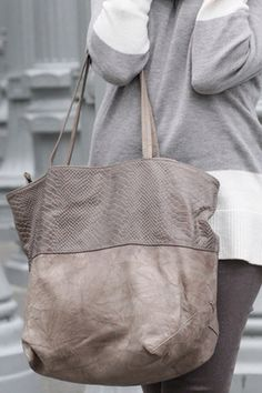I like the style, size, and especially the color of this bag. I want a large grey bag for fall/winter.