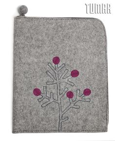 iPad cover. Felt: 100% felt. Machine assembly. Tambour embroidery. 18 х 26