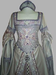 TRAJES DE EPOCA: Vestido lila