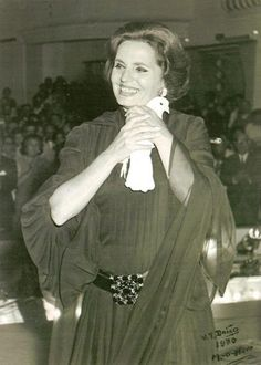 Amália Rodrigues The Queen Of F Thea Queen, Im Crazy About You, First Humans, Portuguese, Great Photos, Famous People, Diva, History, Photography