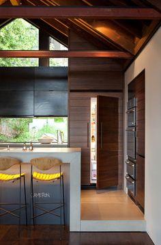 10 cozinhas mostram como esconder a geladeira faz diferença no projeto | Casa