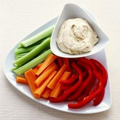 Hummus: Chickpeas give one of the best cholesterol-lowering boosts. Click through for more of the best foods that can lower your cholesterol. Snacks For Work, Healthy Work Snacks, Diet Snacks, Quick Snacks, Healthy Eating, Snacks Under 100 Calories, Low Calorie Snacks, Parma, Diet Recipes