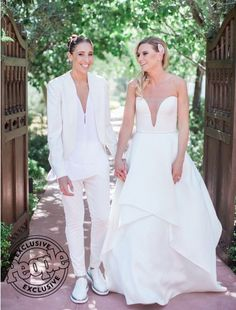 House of Ollichon loves...Diana Taurasi and Penny Taylor's Wedding Photo! What a gorgeous Mrs & Mrs! #samesexwedding #lgbt #lgbtq #bridetobe #LesbianWeddingOutfit