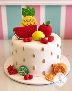 Fruit Party – Decoration Ideas and Tips - Obstkuchen Ideen Watermelon Cake, Watermelon Birthday, Bolo Picnic, Fondant Cakes, Cupcake Cakes, Fruit Cakes, Professional Cake Decorating, Fruit Birthday Cake, Fruit Party