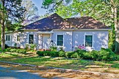 This 3 Bed, 3 Bath home is the Perfect Starter or #Investment home! Sitting on almost an Acre of land, only Minutes from #DowntownSpartanburg, this Home gives you Privacy in a City Atmosphere. So Much Space, for such a Small Price! Don't miss this Opportunity! $87,000.00... Call for private showing 864-438-5050 #ProducerRealty Link to Listing----> http://www.greenvillerealestatehub.com/property/1319179/ View our Blog Post…