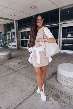 11 Surprisingly Cut 11 Surprisingly Cute Sporty Outfits To Try: All athleisure lovers ahoy! Check out these sporty chic outfits casual outfits and stylish gym outfits to get inspired for the new season. Cute Airport Outfit, Airport Travel Outfits, Cute Travel Outfits, Travel Outfit Summer, Airport Style, Airport Fashion, Airport Outfit Spring, Travelling Outfits, Airport Clothes