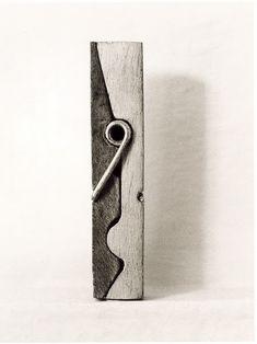 """chema madoz, Ftógrafo y """"escultor"""", un caso especial ya que único propósito de sus composiciones/esculturas en la mayoría de los casos es la fotografía resultante)."""