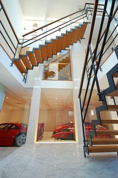 #luxurymoderngarages #exotics #luxurysportscars