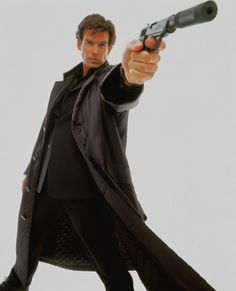 Pierce Brosnan as James Bond Action Pose Reference, Body Reference Drawing, Human Poses Reference, Pose Reference Photo, Action Poses, Poses Dynamiques, Cool Poses, Fighting Poses, Anatomy Poses