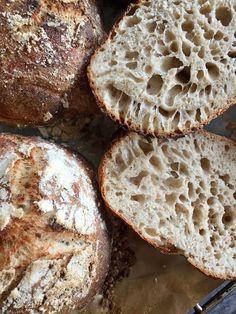 Byens bedste boller (med surdej og uden røremaskine) | Mums Filibaba | Bloglovin' Bread Baking, Crackers, Nom Nom, Food Porn, Brunch, Food And Drink, Snacks, Eat, Cooking