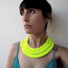 | Triple braid necklace in neon yellow fabric |