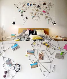 Mapa Mundi abstracto hecho con cable negro de acero diseñado para el muro de un dormitorio.
