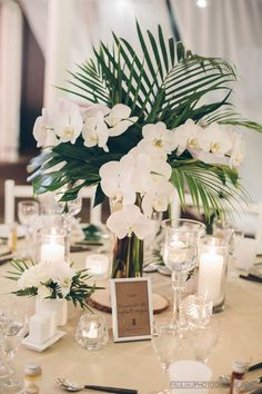 Table Decoration Wedding - Tropical Centerpiece: Orchid and Palm Tree - New Ideas Table Decoration Wedding, Tropical Wedding Centerpieces, Rustic Wedding Favors, Beach Wedding Favors, Wedding Flower Arrangements, Flower Centerpieces, Floral Arrangements, Table Decorations, Centerpiece Ideas