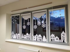 Winter window decoration – # window deco christmas # window th … – Happy Christmas Office Christmas Decorations, Christmas Crafts For Kids, Christmas Art, Christmas Projects, Winter Christmas, Holiday Crafts, Holiday Decor, Cubicle Decorations, Christmas Snowflakes