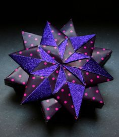 ORIGAMI CONSTRUCTIONS: six pointed star boxes + folding instructions