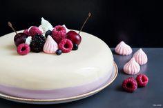 """אני לא בטוחה אם עד היום נבראה עוגה יותר פשוטה מזו. באמת! אנחנו, בלוגרים, תמיד אוהבים להדגיש פשטות מנות בעזרת ביטוי מפורסם """"מתכון שמבוסס ..."""