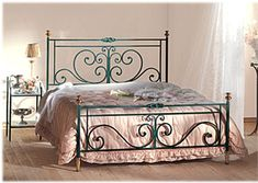 Yatakdekor Source by emelavcu. Wrought Iron Beds, Wrought Iron Decor, Bed Frame Design, Bed Design, Iron Furniture, Steel Furniture, Cama Vintage, Iron Canopy Bed, Steel Bed Frame