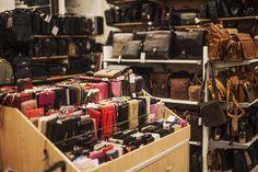 NT-Box Tervetuloa edullisille laukkukaupoille! Kaupungin monipuolisin laukkukauppa tarjoaa laadukkaita laukkuja jokaisen mieleen!  Merkillisen hyviä laukkuja niin arkeen kuin juhlaankin! Täältä oman tehtaan Nabo-laukkujen tehtaanmyymälästä löydät kaikki suosituimmat laukkumerkit, mm. Gerry Weber, Bagsac, Kipling, Adax ja Greenburry. Matkalaukuissa kevyet ja kestävät huippumerkit Samsonite, Cavalet, Travelite ja Rimowa. Tervetuloa! #rakastampere #tampere #ntbox #laukkukauppa Home Decor, Decoration Home, Room Decor, Home Interior Design, Home Decoration, Interior Design